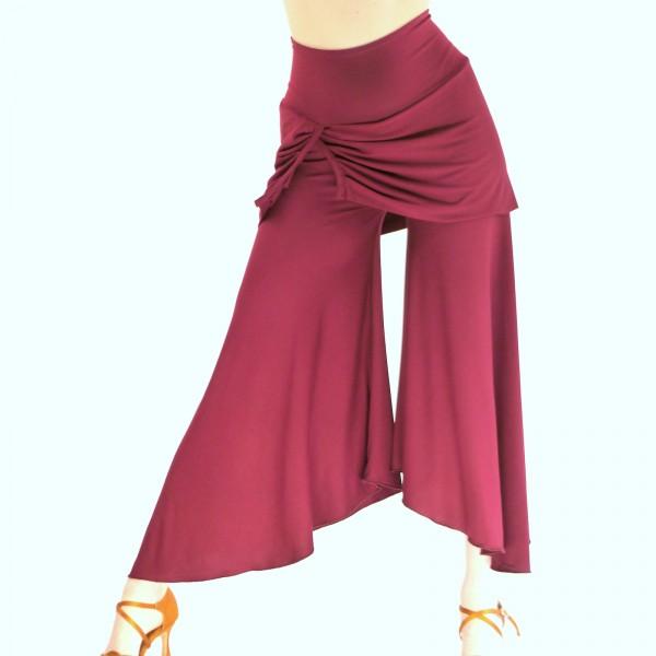 Handgemachte Hose mit Rock aus Viskosejersey in der Farbe Weinrot