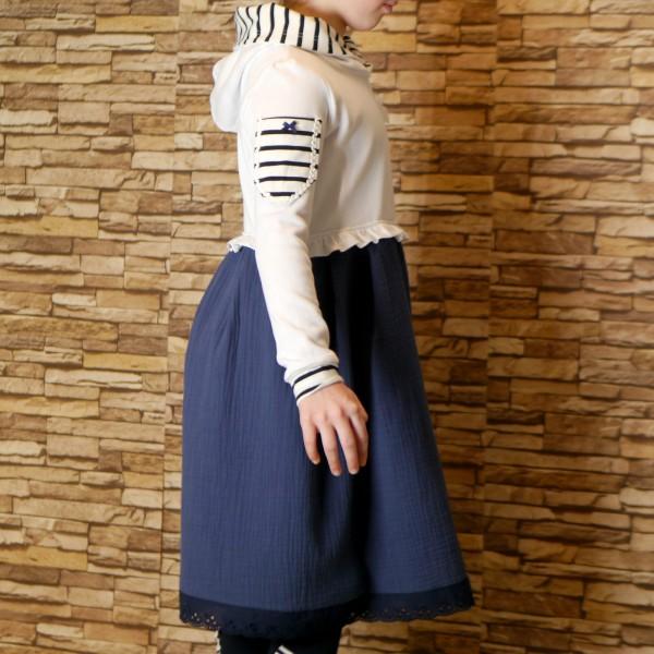 Handgemachtes Kinderkleid aus Baumwolle und Strickstoff