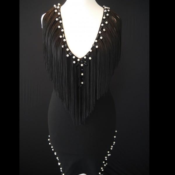 Kleid mit Perlen und Strass