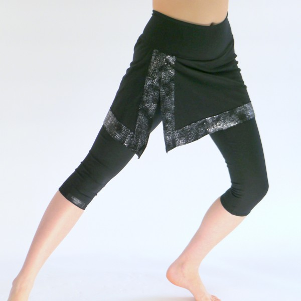 Schwarze Capri Leggings mit Rock aus Baumwolle